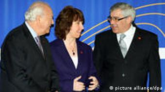 EU foreign affairs chief Catherine Ashton with Bosnia (R) and Spain (L) foreign ministers at the meeting
