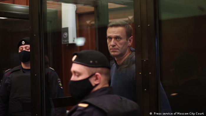 Navalny es escoltado para asistir a su audiencia (02.02.2021)