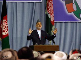 Präsident Karsai als Redner auf einer Versammlung (Foto: ap)
