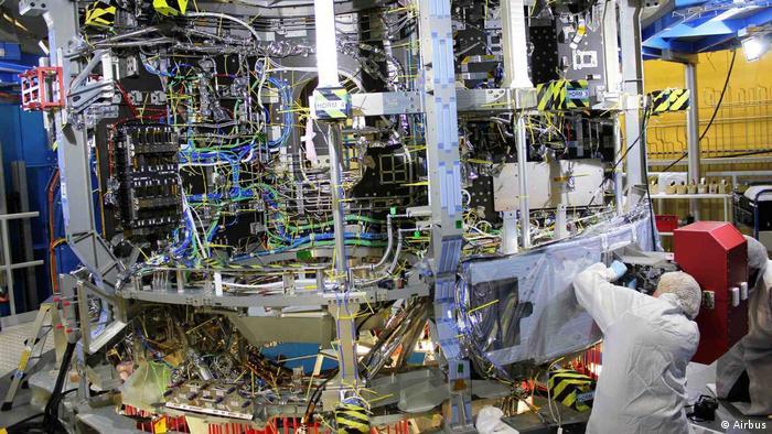 На заводе концерна Airbus в Бремене идет работа над европейским сервисным модулем ESM