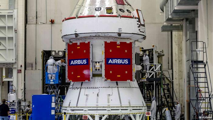 Космический корабль NASA Orion с первым первым европейским сервисным модулем (ESM-1)