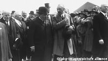 Deutschland | Reichskanzler Friedrich Ebert mit Konrad Adenauer