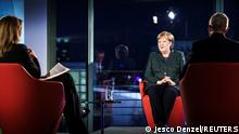 Berlin Bundeskanzlerin Angela Merkel mit Journalisten Tina Hassel and Rainald Becker ARD