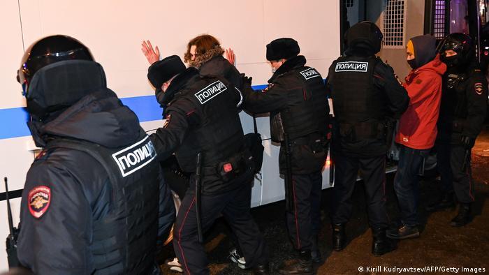 Задержания сторонников Навального в Москве после суда над политиком