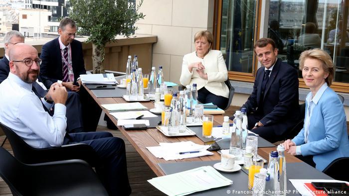 O parte dintre semnatarii apelului pentru reorganizarea ordinii internationale: sefa guvernului german Angela Merkel, presedinta Comisiei Europene, Ursula von der Leyen, presedintele francez Emmanuel Macron si presedintele Consiliului UE, Charles Michel