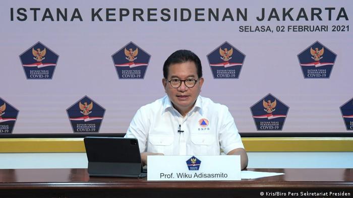 Prof. Wiku Adisasmito saat konferensi pers virtual, Selasa (2/2)