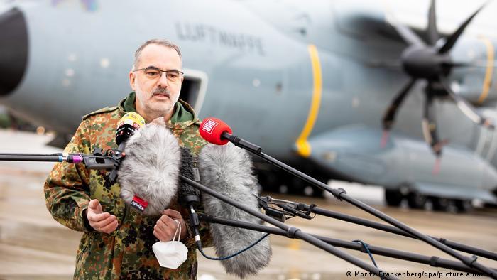 Corona-Nothilfe für Portugal | Bundeswehr Airbus A400M