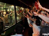 بازداشتشدگان ترک به هنگام ورود به ترکیه با استقبال عمومی روبرو شدند