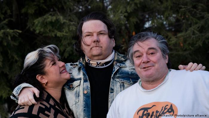 Joe DiMeo (center) with his parents Rose and John