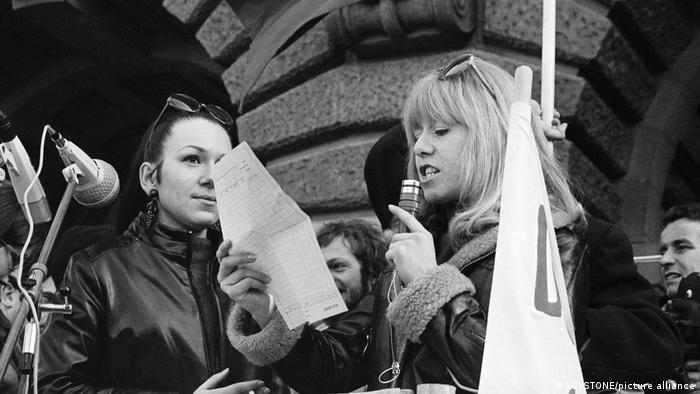 Several thousand women's rights activists and other persons demonstrate at the Federal Square in Berne in March 1969