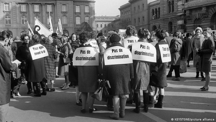 Тысячи женщин отправились на демонстрацию в Берн