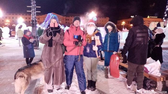 Участники протестов в поддержку Фургала встречают на площади Ленина Новый год