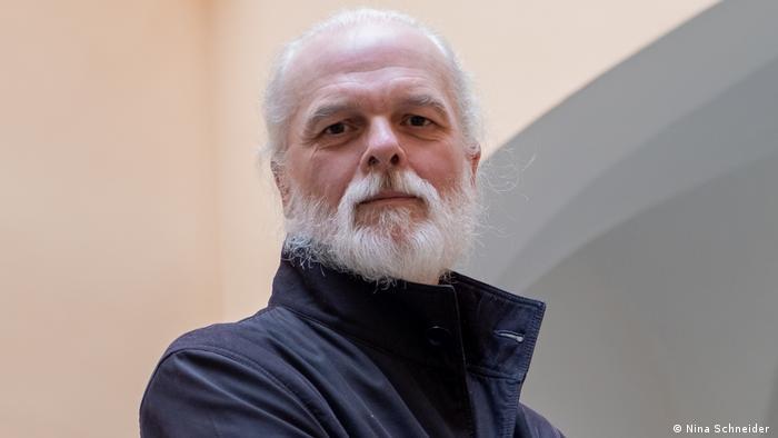 Porträtfoto des Atomindustrieexperten Mycle Schneider, Herausgeber des jährlich erscheinenden World Nuclear Industry Status Reports