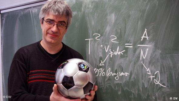 Prof. Dr. Metin Tolan fizik ve futbol ilişkisi üzerine de çalışmalar yapıyor