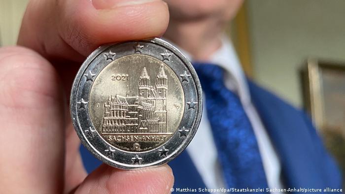Памятная монета достоинством в два евро с изображением Магдебургского собора