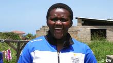 Sendung Global 3000 vom 08.02.21 Asanda Pakade ist eine echte Frohnatur. Sie hat sieben Geschwister und liebt Karate. Rechte: sind für diesen Beitrag gegeben! Copyright: DW