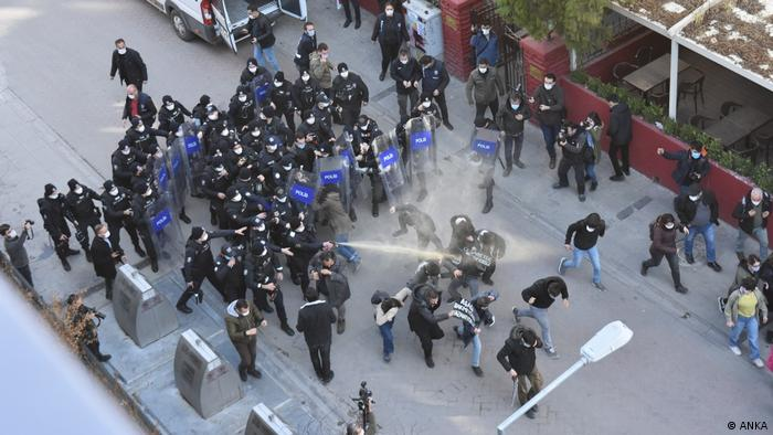 Turkish police breaks up protests in Ankara