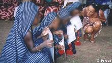 Guinea- Bissau Die portuguiesische Lehrerin Paula da Costa Williams mit Kindern