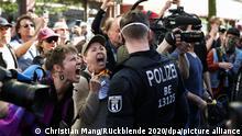 Без маски: участници в демонстрация срещу противопандемичните мерки в Берлин