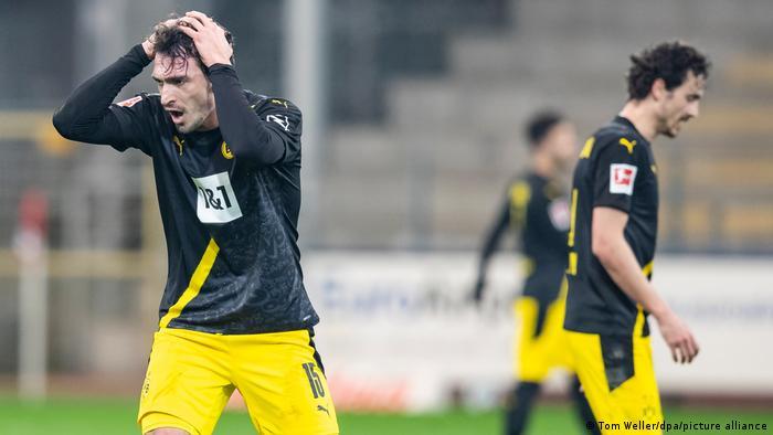 Bundesliga Borussia Dortmund S Champions League Hopes Dented In Freiburg Sports German Football And Major International Sports News Dw 06 02 2021