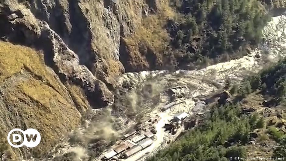 India: Dozens feared dead as Himalayan glacier crashes into dam | DW | 07.02.2021