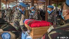 ***ACHTUNG: Bild nur zur abgesprochenen Berichterstattung verwenden!*** via Eric Topona Gedenken für getötete UN-Soldaten die im Kampf mit den Rebellen getötet wurden.