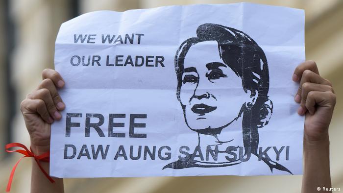 Warga menuntut pembebasan Aung San Suu Kyi