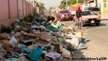 Müll auf einer Straße in Luanda