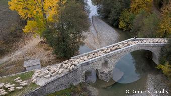 Μία πέτρινη γέφυρα κοντά στο χωριό Ζιάκας, στην Πίνδο