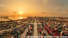 Грузовые конртейнеры в китайском порту