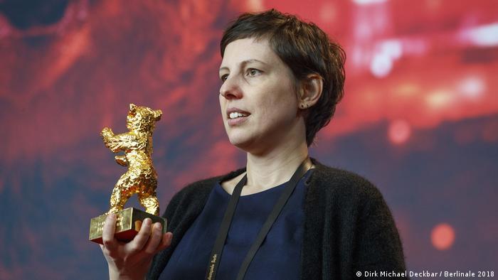 Adina Pintilie mit ihrem Goldenen Bären
