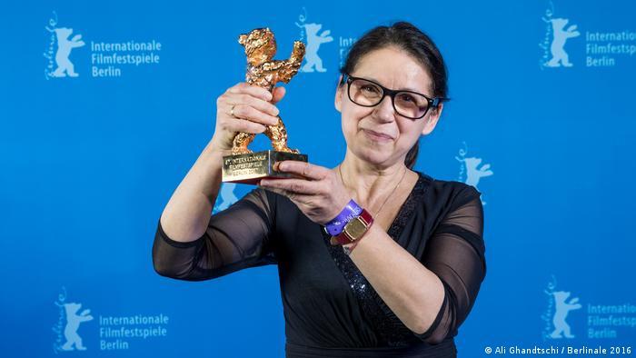 کارگردان اهل مجارستان که با فیلم در جسم و روح در سال ۲۰۱۷ برنده خرس طلایی برلیناله شد. این فیلم در همان سال هم برای دریافت جایزه اسکار بهترین فیلم خارجی زبان نامزد شد. انیدی متولد ۱۵ نوامبر ۱۹۵۵ است. او پیشتر در سال ۱۹۹۹ نیز عضو هیئت داوران برلیناله بوده و تجربه حضور در هیئت داوران چندین فستیوال فیلم دیگر را هم در کارنامه دارد.