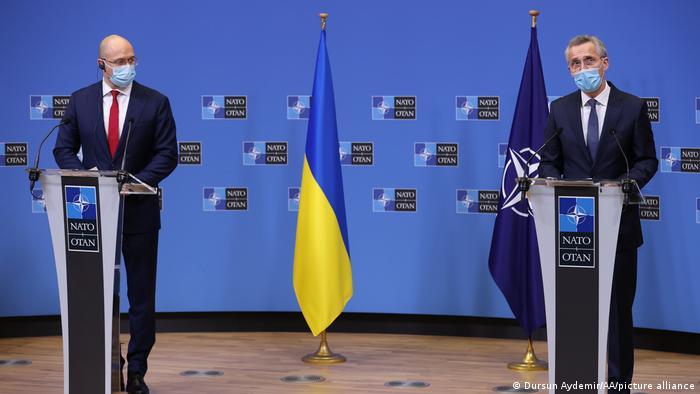 Премьер-министр Украины Денис Шмыгаль и генеральный секретарь НАТО Йенс Столтенберг в Брюсселе