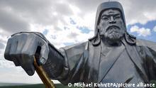 10.07.2012 SPERRFRIST 5. SEPTEMBER 21.00 UHR - EIN BRUCH DES EMBARGOS KÖNNTE DIE BERICHTERSTATTUNG ÜBER STUDIEN EMPFINDLICH EINSCHRÄNKEN - FILE- A view of the 30-meter-high statue of the founder of the Mongol Empire, Genghis Khan, completed in 2008, located 54 km east of capital Ulan Bator, Mongolia, 10 July 2012. EPA/MICHAEL KOHN (zu dpa Die Geschichte vom Mann, dem Status und vielenKindern vom 05.09.2016) +++ dpa-Bildfunk +++
