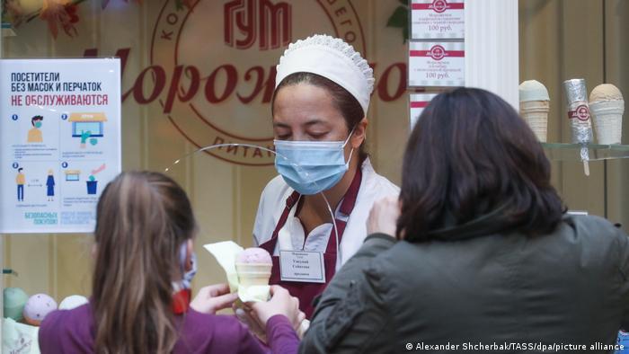 Quem se vacina na Praça Vermelha em Moscou, ganha um sorvete