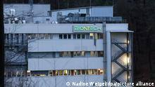 Das Gebäude des Impfstoffherstellers Biontech am Standort Marburg. Nach Angaben von Biontech sind in Marburg einige Umstellungen nötig, bevor es auch dort mit der Produktion des Covid-19-Impfstoffs losgehen kann. Diese solle im Februar anlaufen, wie eine Sprecherin des Unternehmens der dpa sagte.