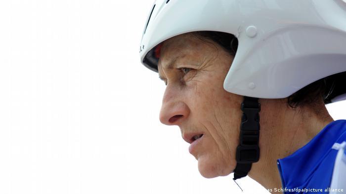هیچ دوچرخهسواری ماننده جینی لونگو فرانسوی در جهان موفق نبوده است. او دارای ۱۳ عنوان قهرمانی جهان و یک عنوان قهرمانی المپیک و صدها عنوان پیروزی در رقابتهای دوچرخهسواری ملی و بینالمللی دیگر است. او آخرین عنوان قهرمانی جهاناش را در سال ۲۰۰۱ و درحالی که ۴۲ ساله بود تصاحب کرد. جینی لونگو هفت سال بعد در المپیک پکن تنها با اختلاف یک ثانیه مدال برنز را از دست داد.