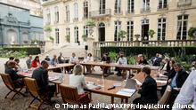 ©Thomas Padilla/MAXPPP - 20/07/2020 ; Paris, FRANCE ; LE PREMIER MINISTRE, JEAN CASTEX RENCONTRE LES REPRESENTANTS DE LA CONVENTION CITOYENNE POUR LE CLIMAT A L' HOTEL DE MATIGNON. BARBARA POMPILI, MINISTRE DE LA TRANSITION ECOLOGIQUE, MARC FESNEAU, MINISTRE DELEGUE CHARGE DES RELATIONS AVEC LE PARLEMENT ET DE LA PARTICIPATION CITOYENNE. - PARIS - FRANCE / PRIME MINISTER MEETS WITH REPRESENTATIVES OF THE CITIZENS' CLIMATE CONVENTION.