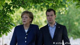German Chancellor Angela Merkel (L) and Russian President Dmitry Medvedev (R) take a walk at the Meseberg residence, Meseberg, near Berlin, Germany 04 June 2010. Dmitry Medvedev is on a two-day working visit in Germany. EPA/DMITRY ASTAKHOV/POOL