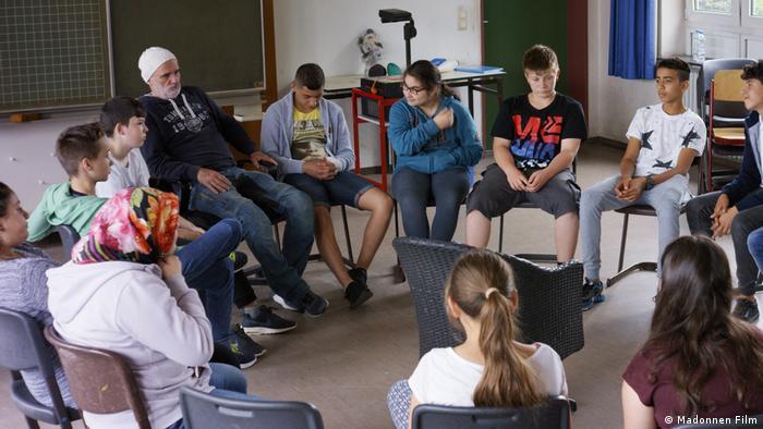 Herr Bachmann und seine Klasse filminden bir sahne