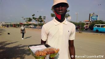 Inocêncio Domingos Zeca, Straßenhändler in Luanda, Angola