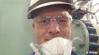 Eлектрогазозварювальник Олександр Григор'єв, який працює у Латвії