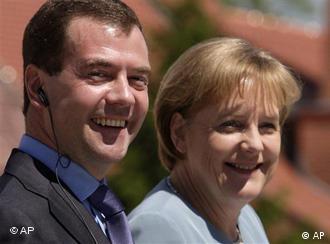 Dmitry Medvedev and Angela Merkel smiling
