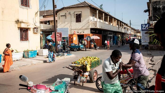 Une rue de Ziguinchor en Casamance