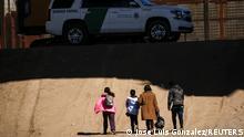 USA Mexiko   Migranten beantragen Asyl in El Paso