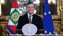 Italiens designierter Regierungschef Mario Draghi spricht zu den Journalisten nach einem Treffen mit Italiens Präsidenten Mattarella im Präsidentenpalast. Der frühere Chef der Europäischen Zentralbank, Mario Draghi, will neuer Ministerpräsident Italiens werden. Draghi soll am Samstagmittag in seinem neuen Amt vereidigt werden. +++ dpa-Bildfunk +++