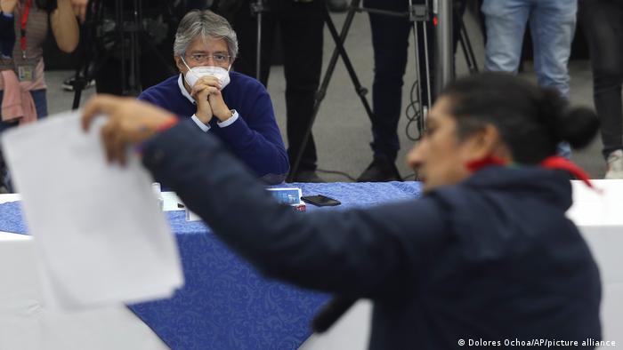 Candidatos presidenciais do Equador Yaku Pérez e Guillermo Lasso,