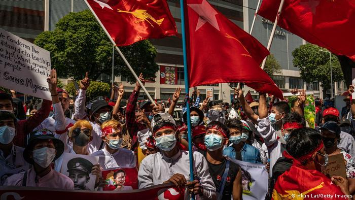 Протесты против путча в Мьянме