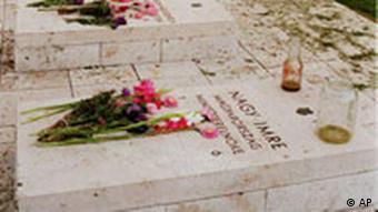 Blumen auf demGrab des ungarischen Premier Imre Nagy