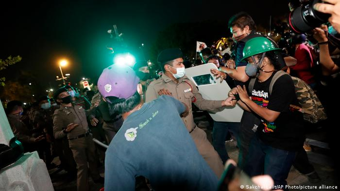 Thai protesters jostled with police